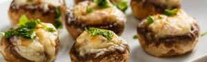 Грибы, фаршированные семгой, на гриле (с салатом-закуской)